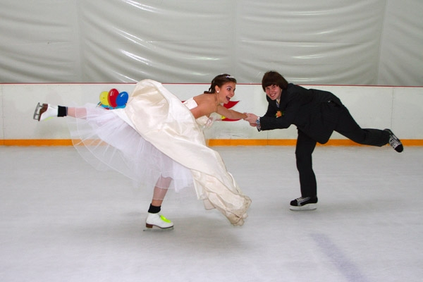 http://tamada-julia.narod.ru/bizarre-weddings/roller/skate_wedding.jpg